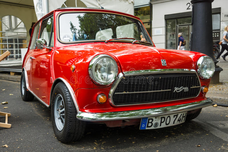 Carro compacto Innocenti Mini Cooper 1300 imagem de stock royalty free