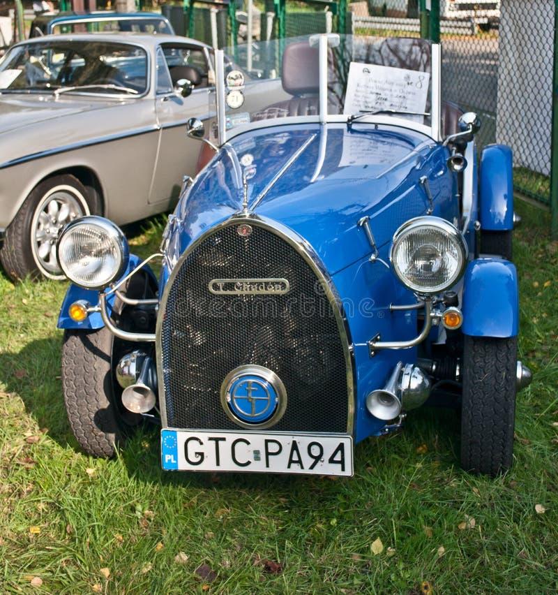 Carro convertível do vintage estacionado foto de stock royalty free