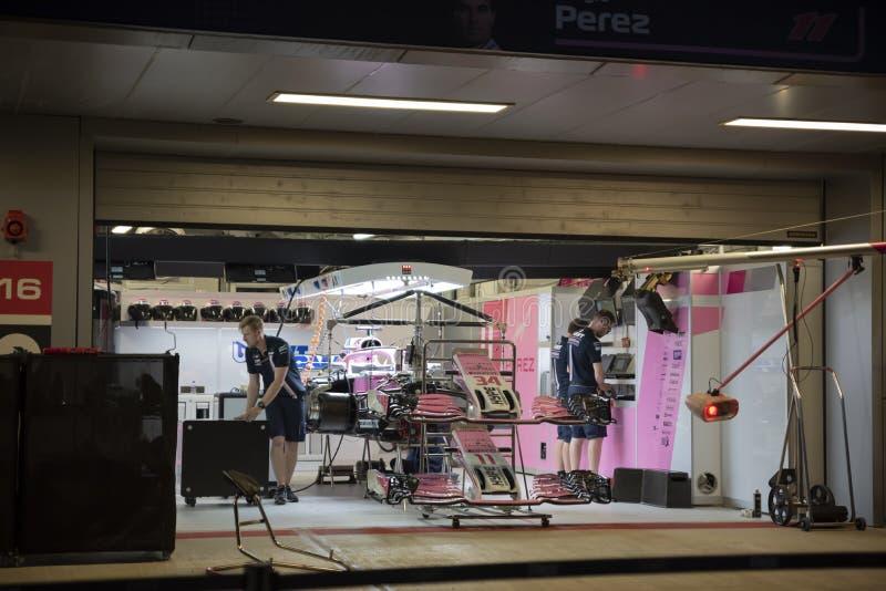 Carro da equipe de Force India F1 em umas caixas imagens de stock royalty free