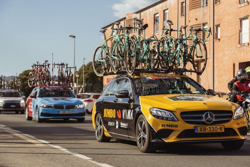 Carro da equipe da estrada de Volta que dá um ciclo em Catalonia na fase 2 de Mataro a Sant Feliu de Guixols 26 03 Espanha 2019 foto de stock