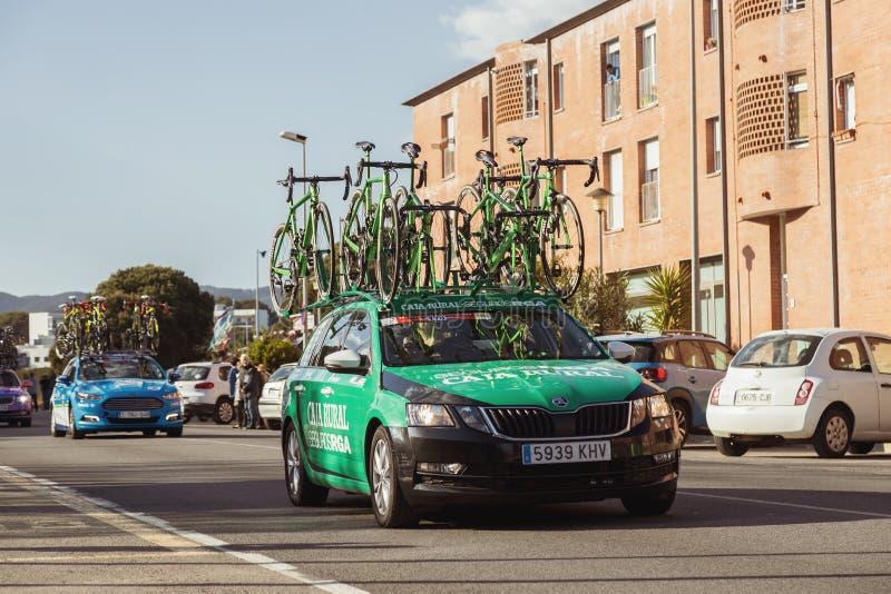 Carro da equipe da estrada de Volta que dá um ciclo em Catalonia na fase 2 de Mataro a Sant Felui de Quixols 26 03 Espanha 2019 foto de stock