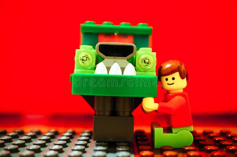 Carro da fixação do homem de Lego fotografia de stock royalty free