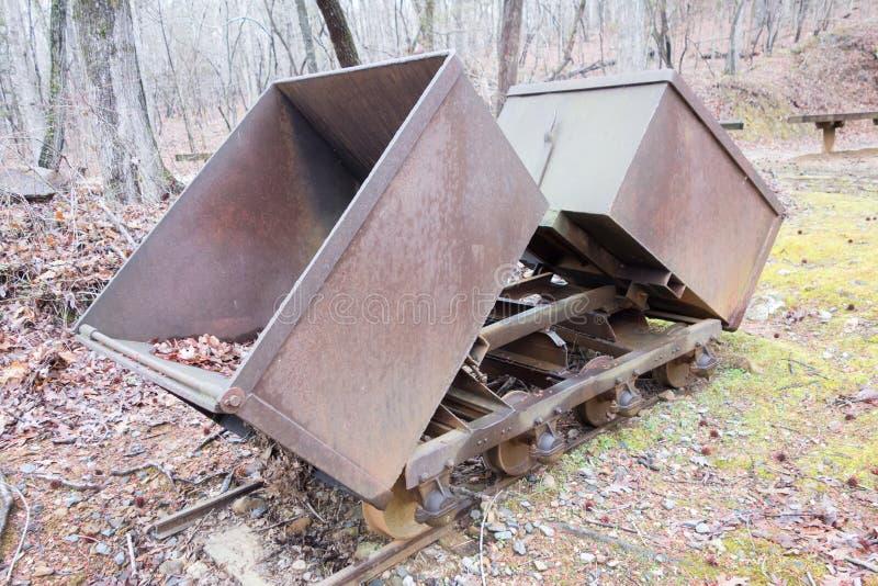 Carro da mineração do minério do ouro imagens de stock