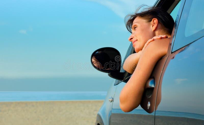 Carro da mulher da praia fotos de stock
