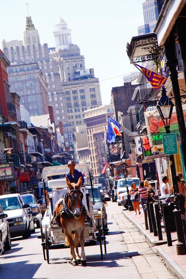 Carro da rua de Nova Orleães Bourbon imagem de stock