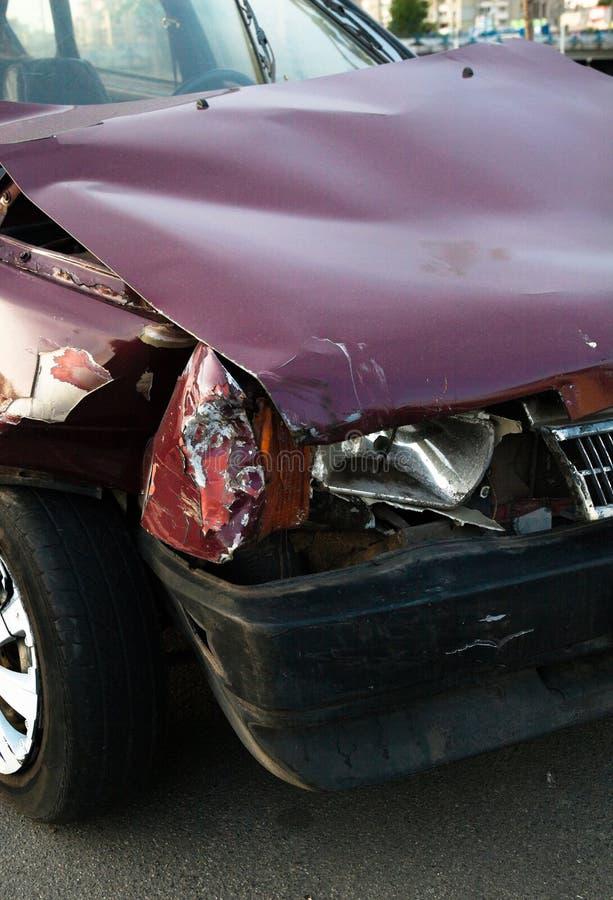 Carro danificado ap?s o acidente imagens de stock