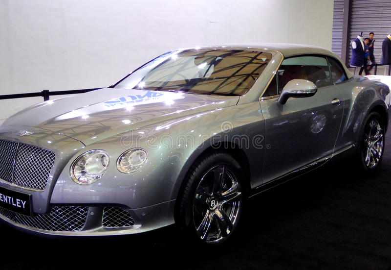 Carro de Bentley na feira automóvel imagens de stock