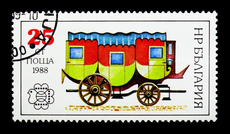 Carro de cavalo postal, serie internacional de Sófia do ` 89 de Bulgária do festival do selo, cerca de 1988 imagem de stock