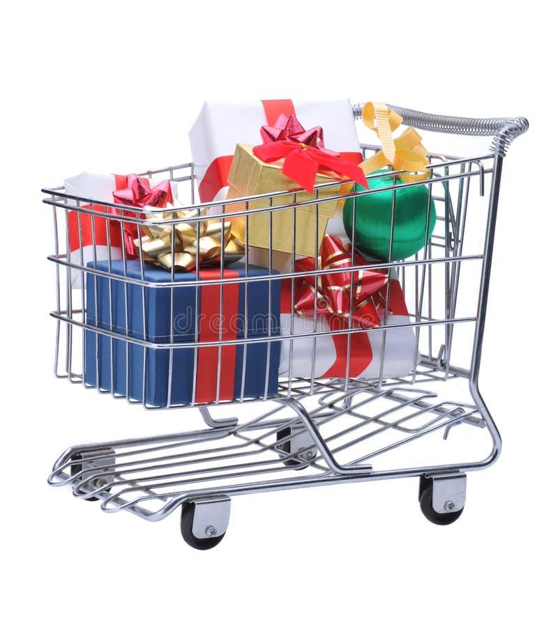 Carro de compra com presentes fotos de stock