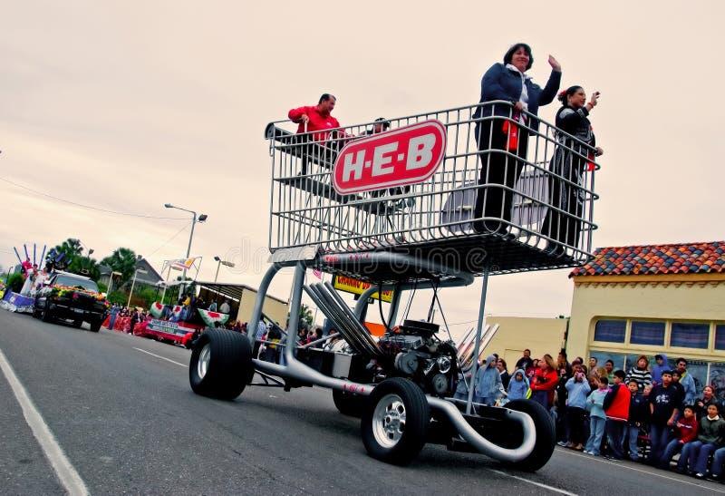 Carro de compra enorme na parada fotografia de stock
