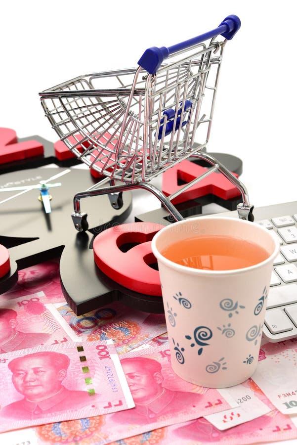 Carro de compra Ideias sobre o comércio eletrônico imagem de stock