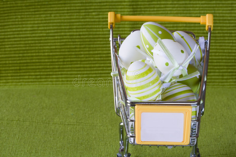 Carro de compra para Easter imagem de stock