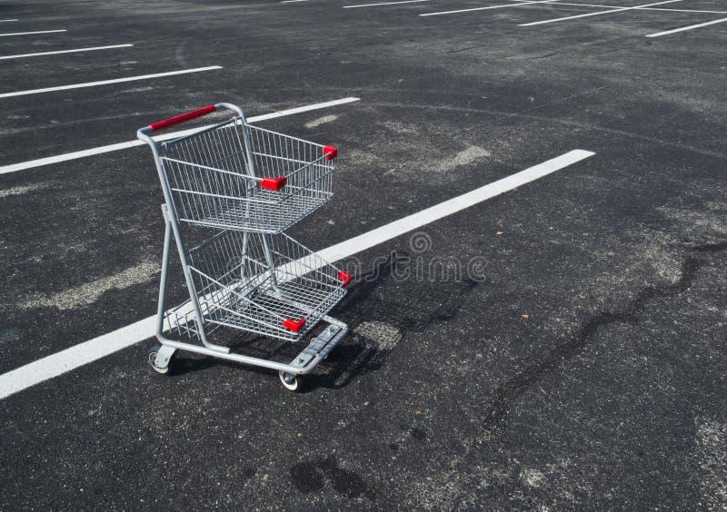 Carro de compra pequeno abandonado imagem de stock royalty free