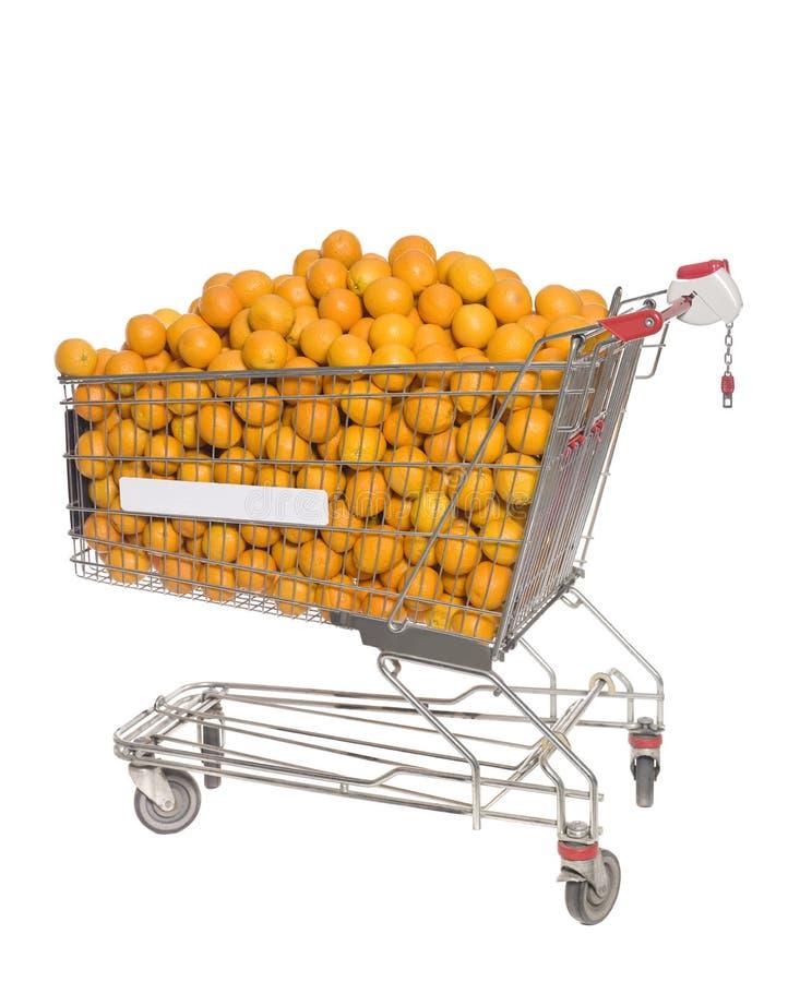 Carro de compras con las naranjas fotografía de archivo libre de regalías