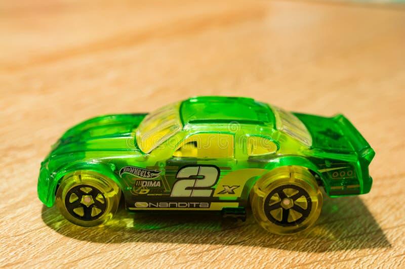 Download Carro De Corridas Verde Do Brinquedo Foto de Stock Editorial - Imagem de superfície, rodas: 107529433