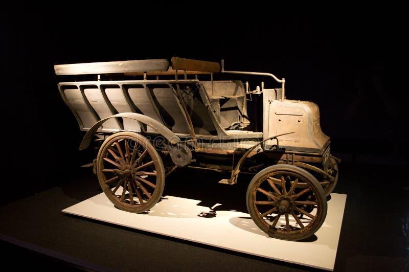 Carro de Daimler 6-HP en el museo de Louwman imagen de archivo