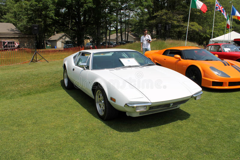 Carro de esportes italiano branco clássico imagem de stock royalty free