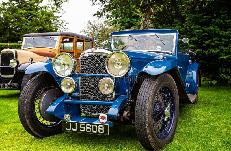 Carro de esportes luxuoso azul de Alvis do vintage fotos de stock royalty free