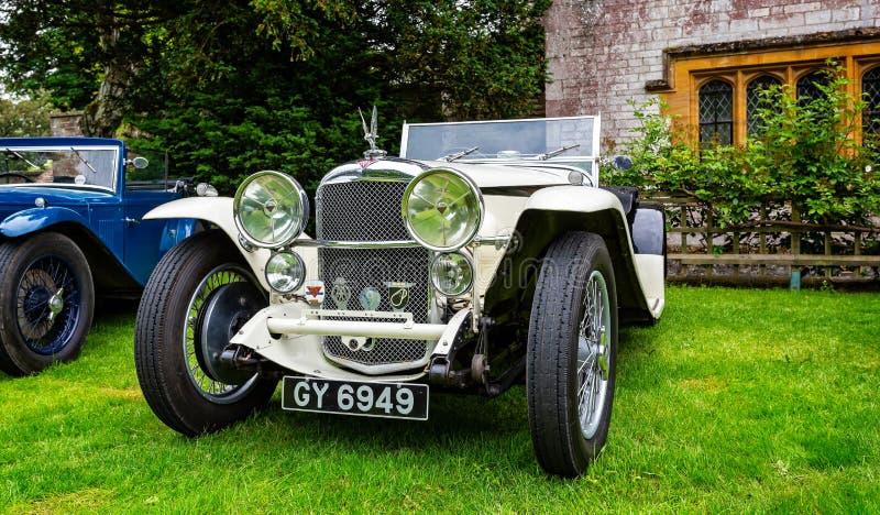 Carro de esportes luxuoso branco de Alvis do vintage fotografia de stock royalty free