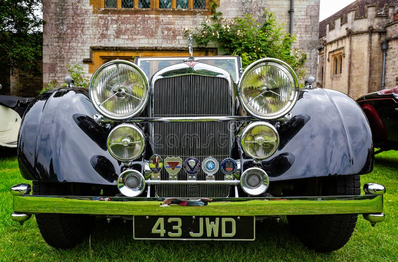 Carro de esportes luxuoso preto do vintage de Alvis imagens de stock royalty free