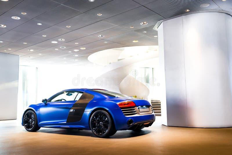Carro de esportes para a venda fotos de stock royalty free