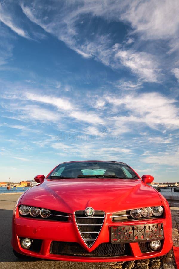 Carro de esportes vermelho de Alfa Romeo foto de stock