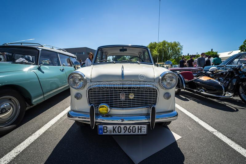 Carro de família pequeno Fiat Granluce 1200 fotografia de stock