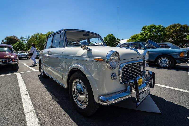 Carro de família pequeno Fiat Granluce 1200 imagem de stock