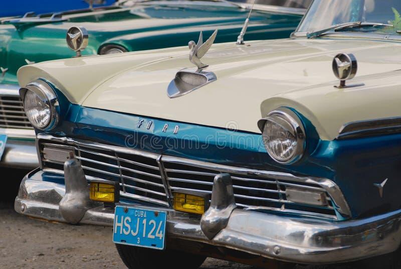 Carro de Ford do vintage estacionado na rua em Havana, Cuba foto de stock royalty free