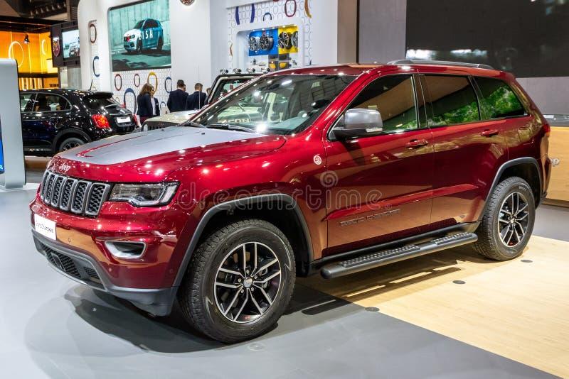Carro de Jeep Grand Cherokee SUV fotos de stock