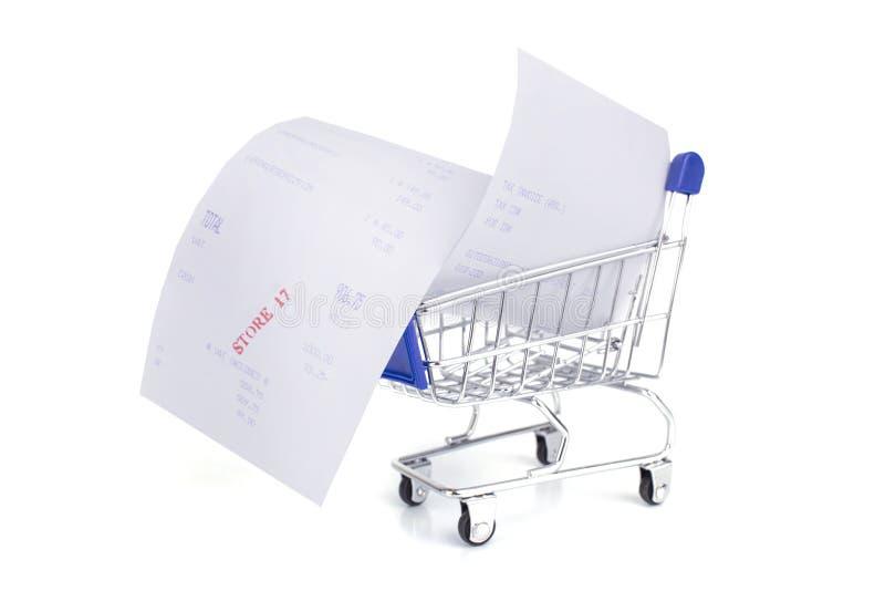 Carro de la compra con el recibo aislado en el fondo blanco, concep foto de archivo