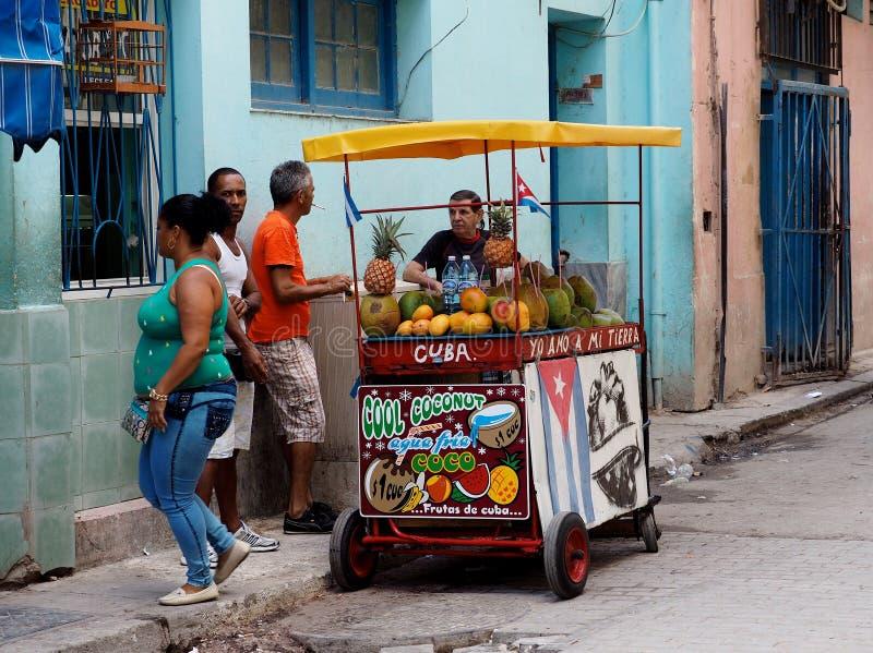 Carro de la fruta y verdura en havana cuba imagen - Carro de frutas ...