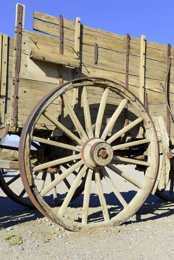 Carro de madera del vintage y rueda spoked fotos de archivo libres de regalías