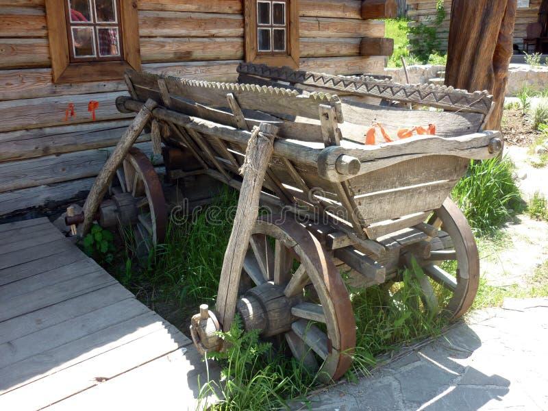 Carro de madera viejo foto de archivo