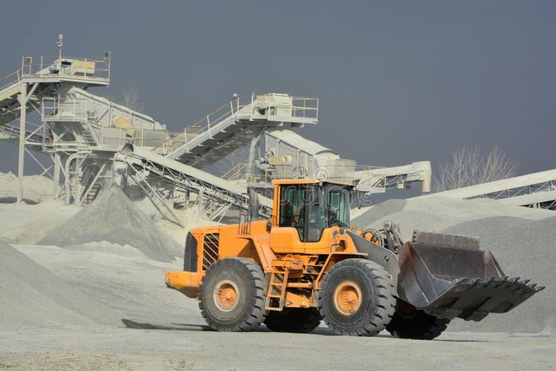 Carro de mina amarillo grande fotografía de archivo