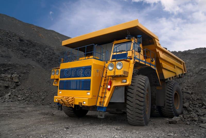 Carro de mina grande fotografía de archivo libre de regalías