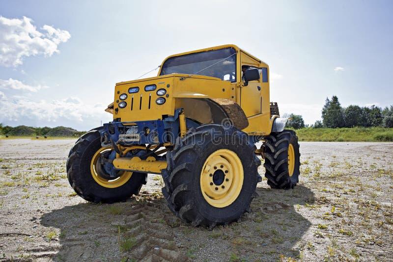 Carro de monstruo antes de la competición fotos de archivo libres de regalías