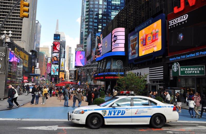 Carro de polícia de NYPD no Times Square imagens de stock royalty free
