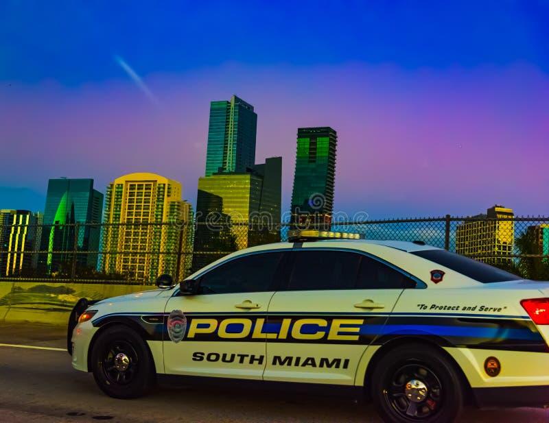 Carro de polícia em Miami no por do sol foto de stock