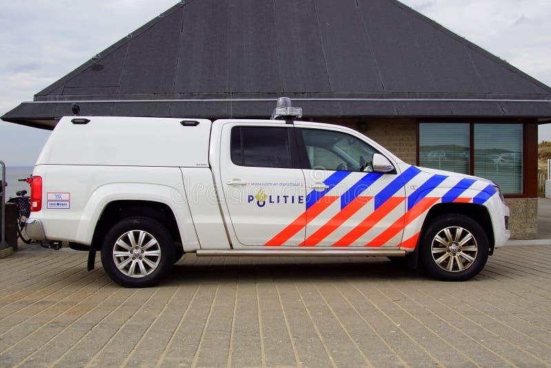 Carro de polícia holandês Volkswagen da praia Amarok - vista lateral imagem de stock royalty free