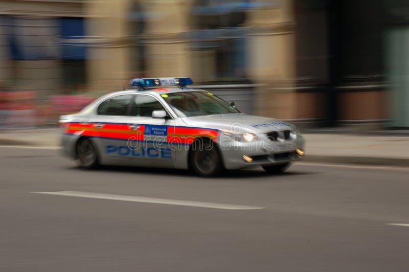 Carro de polícia movente rápido foto de stock royalty free