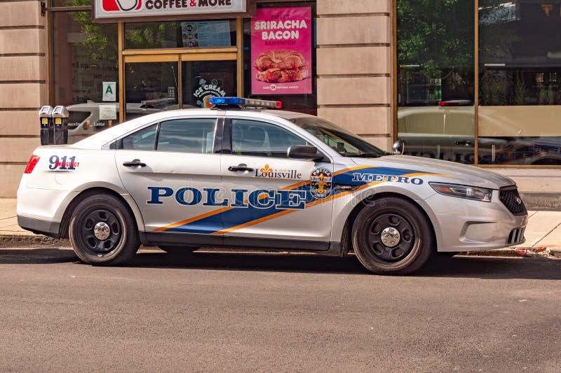 Carro de polícia na cidade - LOUISVILLE de Louisville, EUA - 14 DE JUNHO DE 2019 fotografia de stock