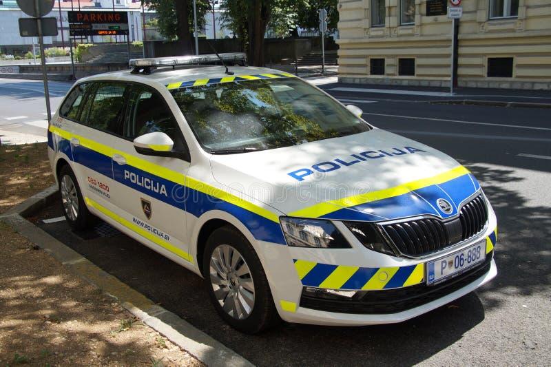 Carro de polícia nacional esloveno Policija, Skoda Combi magnífico imagem de stock