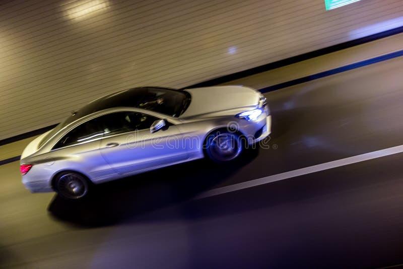 Carro de prata de pressa imagens de stock royalty free