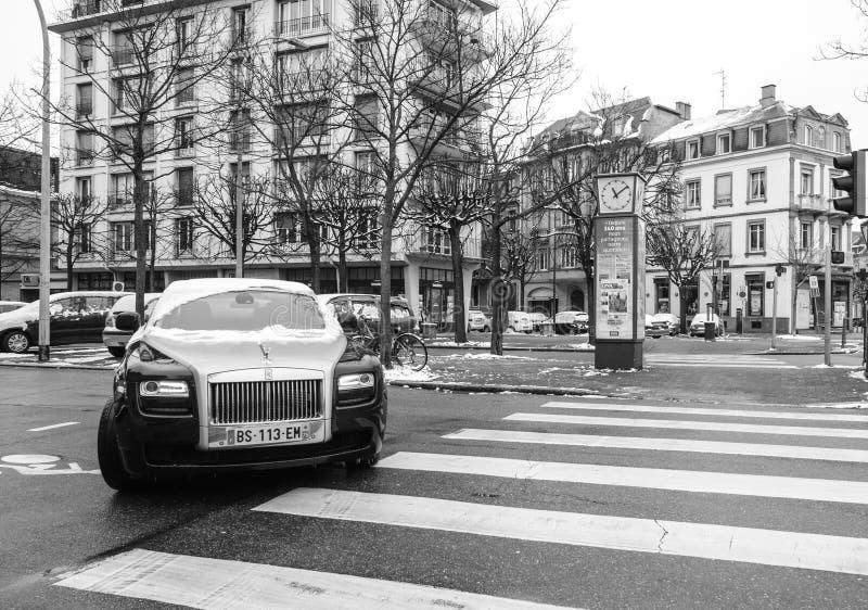 Carro de prata do preto luxuoso novo da limusina de Rolls royce foto de stock royalty free