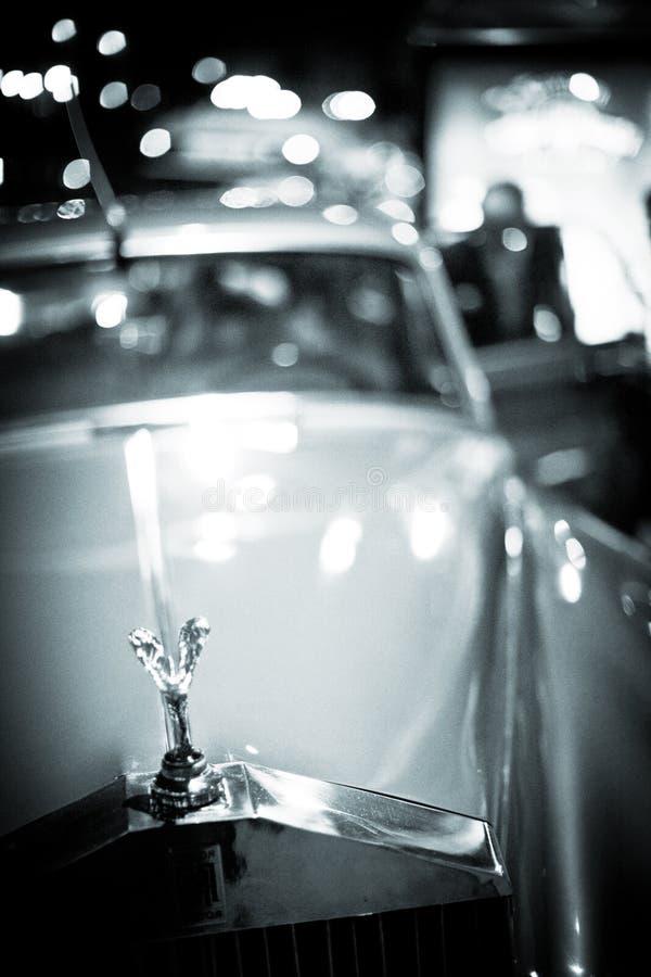 Carro de Rolls Royce do casamento no dia da união fotografia de stock