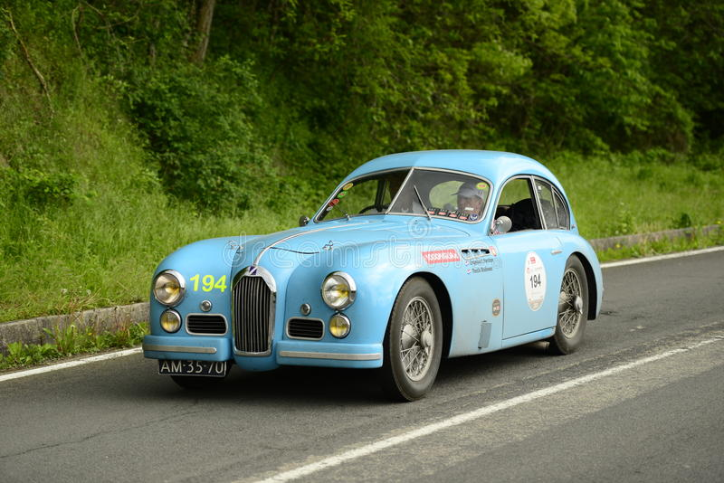 Carro de Talbot Lago que corre na raça de Mille Miglia imagem de stock royalty free
