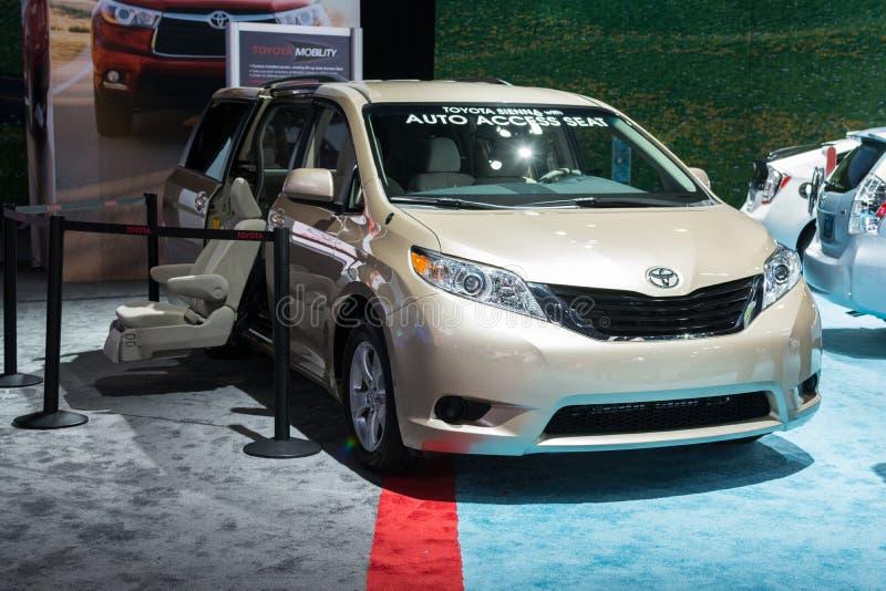 Carro de Toyota Sienna Auto Access Seat na exposição no automóvel Sho do LA foto de stock royalty free