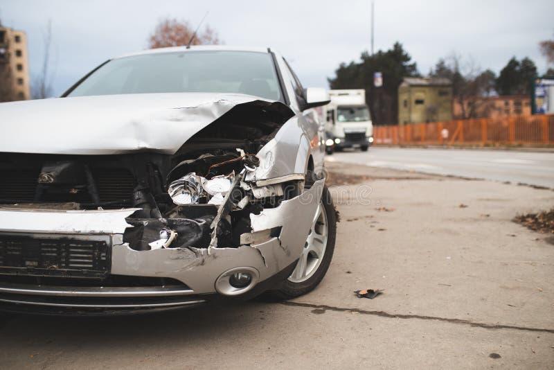 Carro deixado de funcionar na rua imagens de stock royalty free
