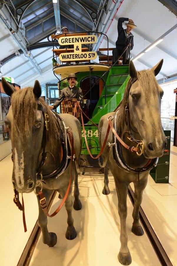 Carro del caballo del vintage - museo del transporte de Londres fotos de archivo